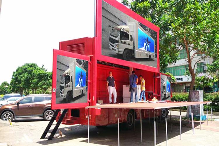 Рекламный автомобиль со светодиодными экранами